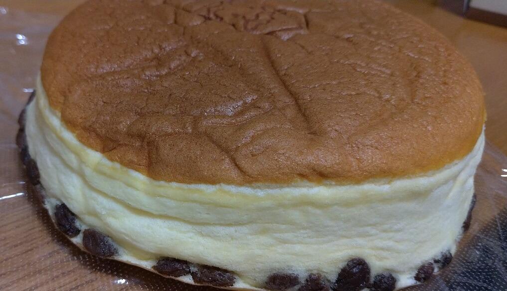 チーズケーキの中にあるレーズン