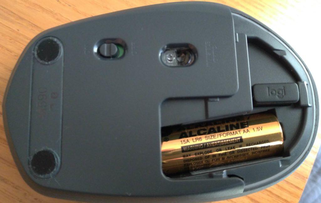 M590電池蓋を取った画像