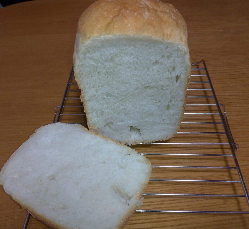 SD-MT3で焼いたパンを切った画像