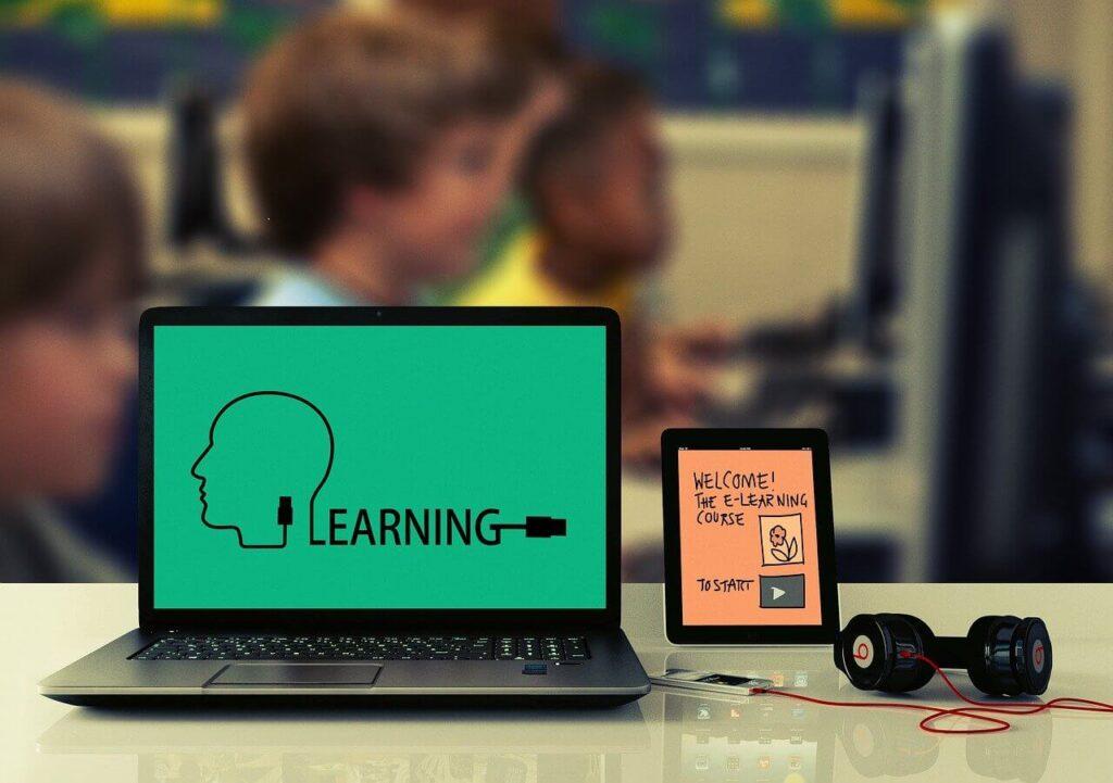 プログラム学習をしている画像